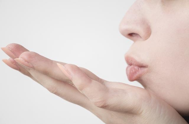 唇のくすみ黒ずみ乾燥を改善する3つの方法!憧れのピンク色赤ちゃんリップを手に入れよう♡