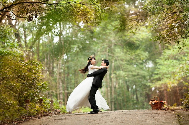 結婚報告年賀状ですぐに使える文例18と失敗しない写真の選び方!
