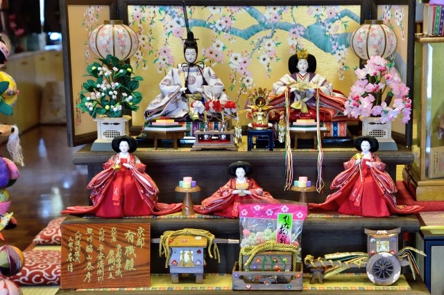 雛人形の飾り方は?飾る向きと場所や関西関東の違いについて