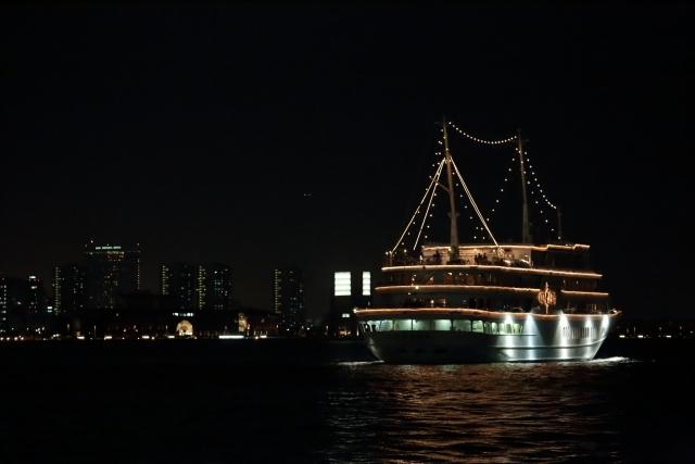 横浜開港祭の花火の有料観覧席やクルーズの情報!