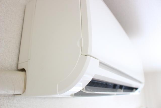 エアコン掃除を自分でする方法!割り箸を使ってカビを除去!