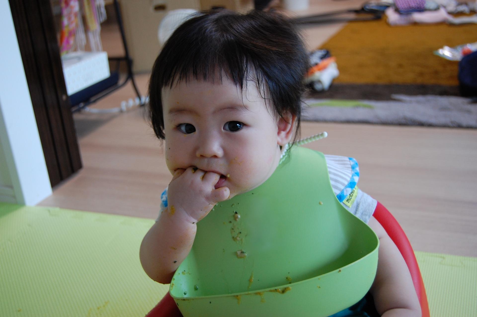赤ちゃんの食事用エプロンの人気おすすめ5選!シリコンからドレスまで