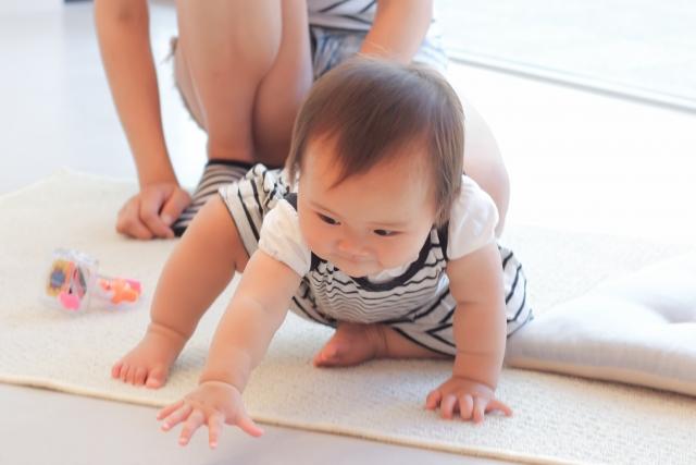 赤ちゃんのハイハイ練習方法は?タオルを使ったやり方と泣くときの対処法