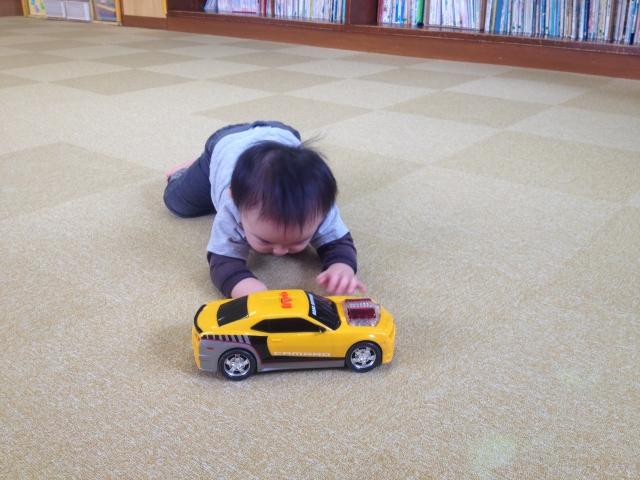 赤ちゃんのハイハイ練習に上達を促すおすすめのおもちゃ5選!