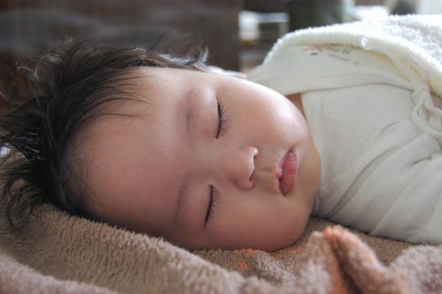 ねんねトレーニングを夜中の授乳と添い寝なしで成功した体験談