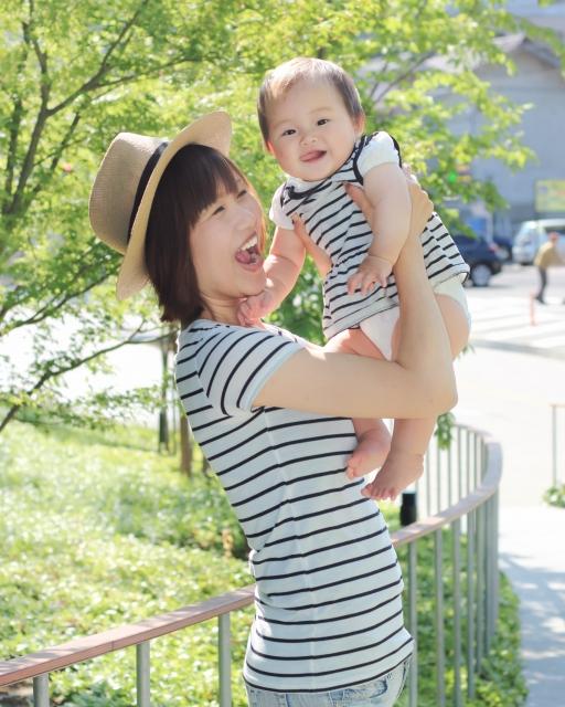 赤ちゃんの公園デビューはいつから?まだ歩けない赤ちゃんとの遊び方