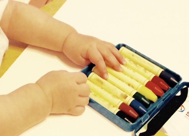 赤ちゃん用クレヨンで1歳で初めて使うならコレ 食べても安全なおすすめ5選!